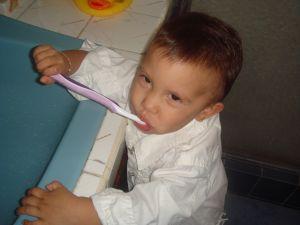 Tanda-Tanda Pertumbuhan Gigi Bayi