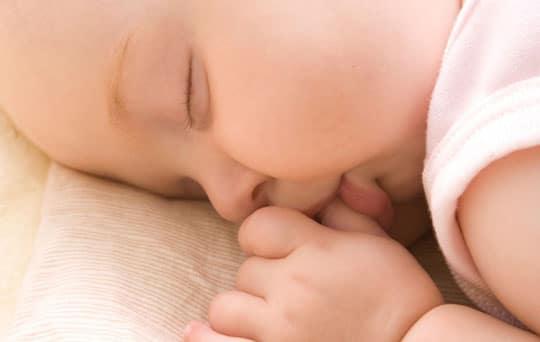 Tips Mengatur Pola Tidur Bayi