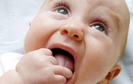 Tips Ampuh Mengobati Sariawan Pada Bayi