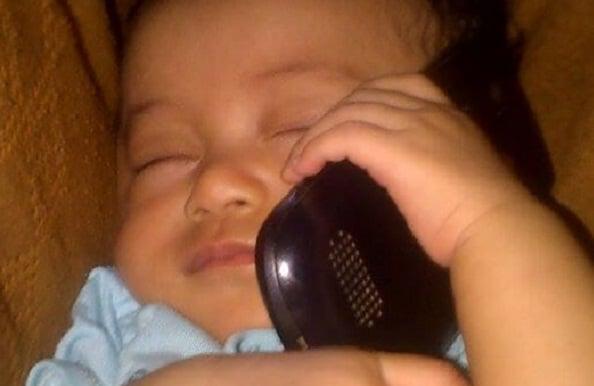 Bahaya Radiasi Ponsel Bisa Mengganggu Kesehatan Anak